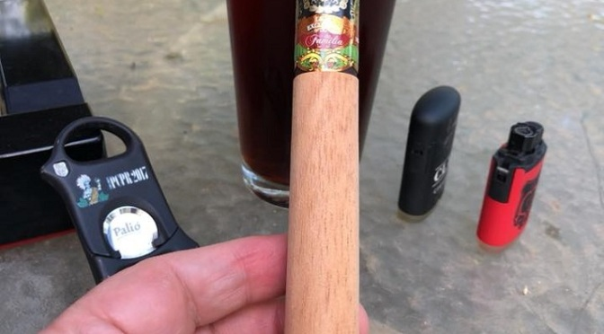 Blanco Liga Exclusiva de Familia Maduro Churchill
